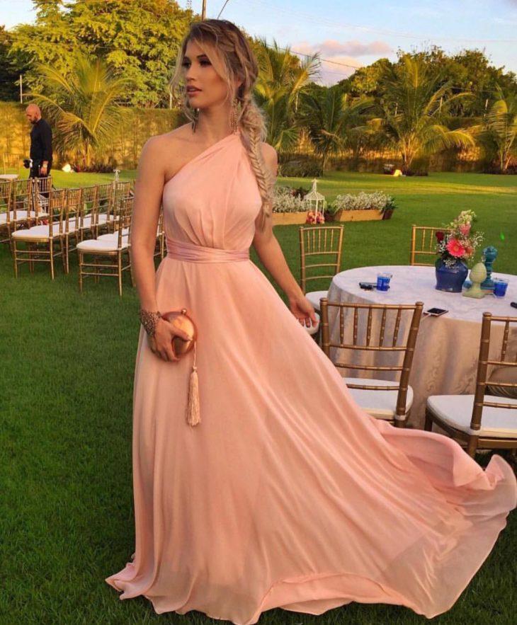 1613158077 8 32 inspiraciones de vestidos de oro rosa llenas de elegancia - 32 Inspiradores vestidos rosas llenos de elegancia y estilo