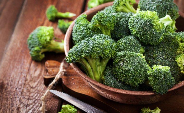 En este momento estás viendo 10 beneficios del brócoli que te convencerán de agregarlo a tu rutina