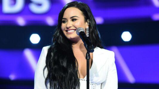 Lee más sobre el artículo Demi Lovato lanza una nueva y conmovedora canción 'What Other People Say' con Sam Fischer