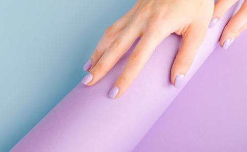 30 inspiraciones de esmalte lila que expresan toda la delicadeza de este tono