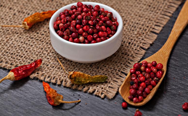 En este momento estás viendo 7 beneficios de la pimienta rosa y deliciosas recetas con este ingrediente