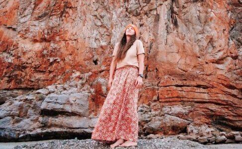 30 inspiraciones de faldas florales largas para que tu look sea increíble