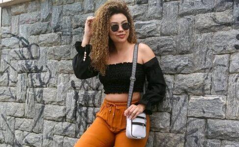 Lee más sobre el artículo 20 ideas sobre cómo llevar bolsos de hombro de mujer y opciones de compra