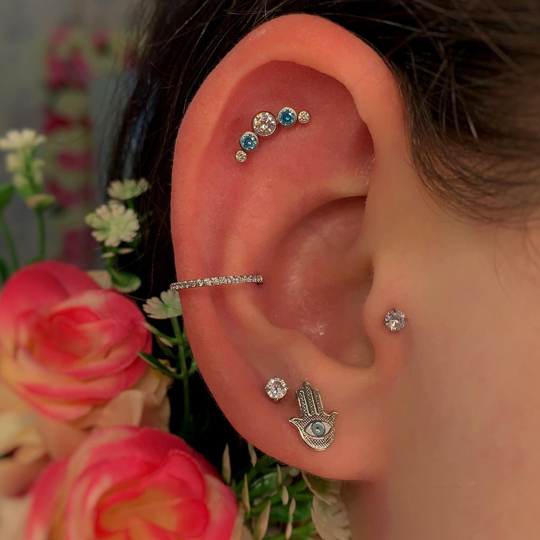 15 inspiraciones de perforacion de labret y consejos para perforar - 30 fotos de piercing en orejas para querer el tuyo hoy