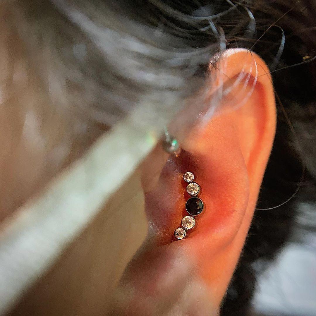 1614906208 626 15 inspiraciones de perforacion de labret y consejos para perforar - 30 fotos de piercing en orejas para querer el tuyo hoy