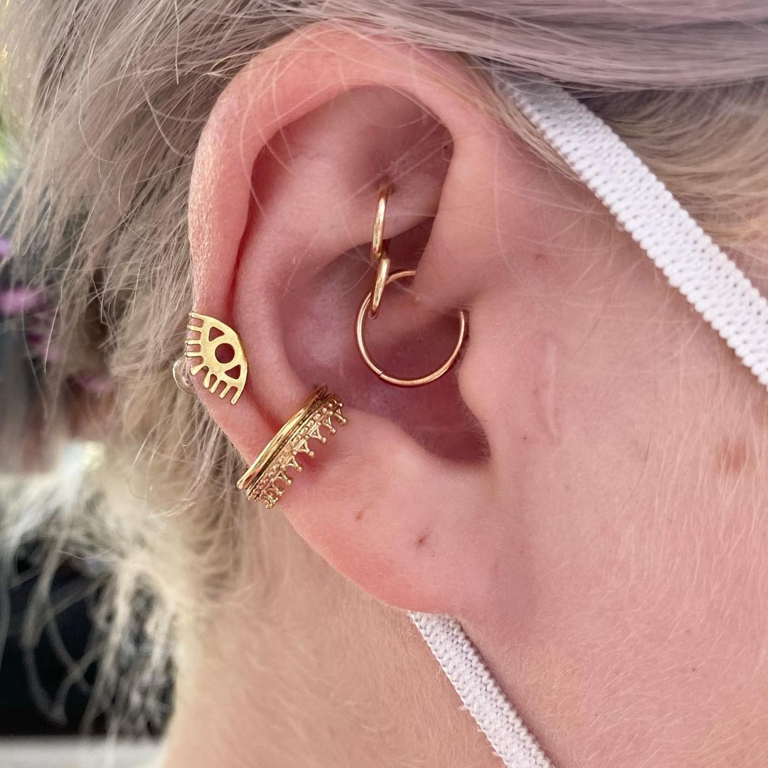 1614906210 401 15 inspiraciones de perforacion de labret y consejos para perforar - 30 fotos de piercing en orejas para querer el tuyo hoy