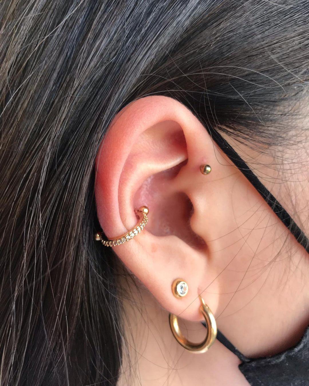 1614906211 229 15 inspiraciones de perforacion de labret y consejos para perforar - 30 fotos de piercing en orejas para querer el tuyo hoy