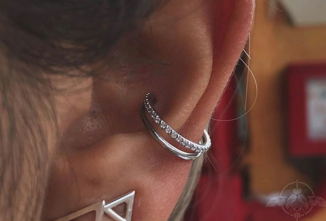 1614906211 858 15 inspiraciones de perforacion de labret y consejos para perforar - 30 fotos de piercing en orejas para querer el tuyo hoy