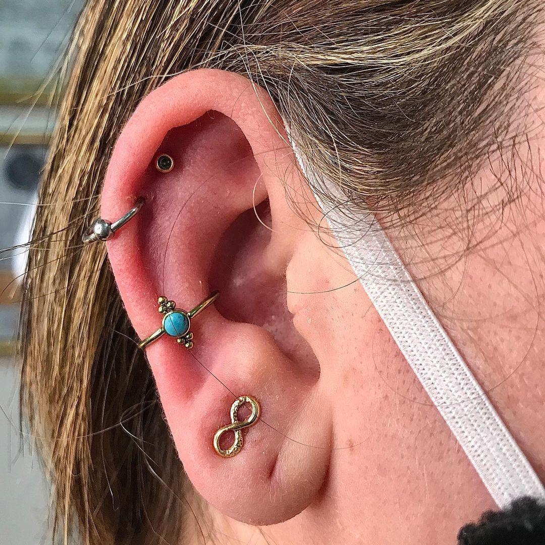 1614906213 913 15 inspiraciones de perforacion de labret y consejos para perforar - 30 fotos de piercing en orejas para querer el tuyo hoy