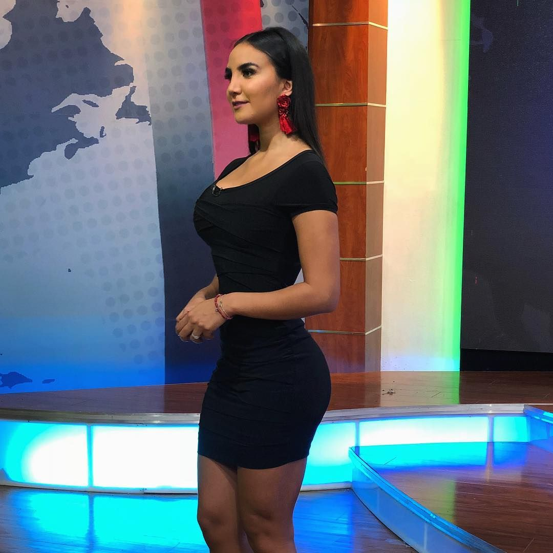 Alejandra Delgadillo de Fox Sports presume su figura en diminuto traje de baño