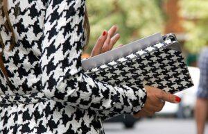 estampas classicas 12 possibilidades para voce integrar nos seus looks 5 300x193 - Miles de outfits que inspiraran tu dia