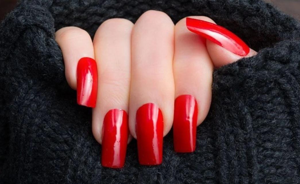 Uñas rojas – Historia del esmalte de uñas rojo + 50 inspiraciones increíbles